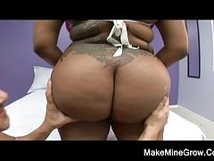 Big Tits Ebony Shake Her Booty