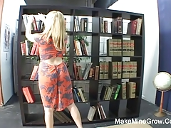 Sindee played her pussy in the library