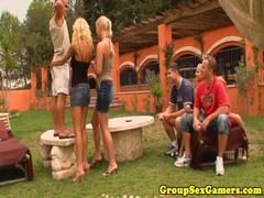 Gaming Girls Cocksucking In Group