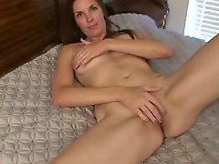 Mature Mom Stuffs Her Tight Pussy